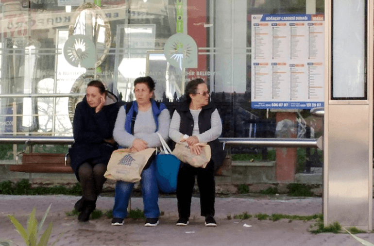 Россиянка 5 дней жила на остановке в Анталии