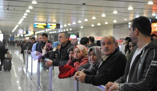 Турецкие гиды рассказали, как обходят запрет на встречу туристов с табличками в аэропорту Стамбула