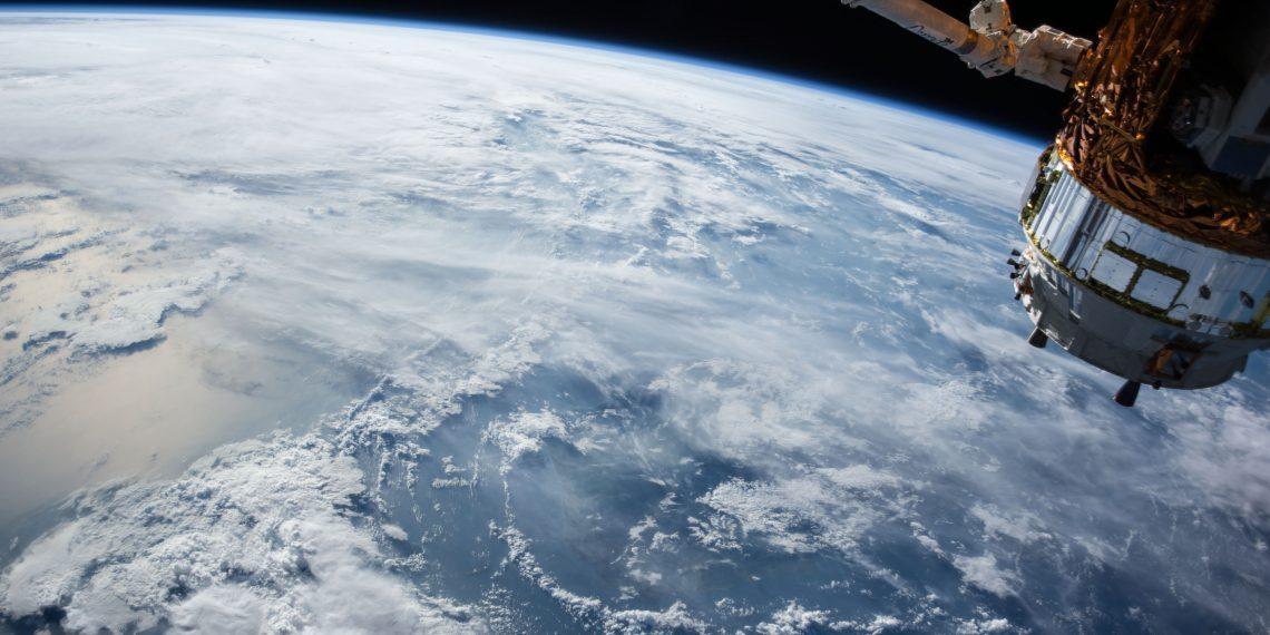 9 фотографий Земли с орбиты, снятые на Xiaomi Mi 10 Pro