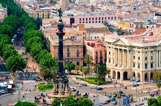 Бульвар ла Рамбла — главная туристическая улица в Барселоне