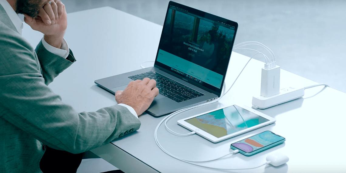 Адаптер HyperJuice заряжает два ноутбука одновременно
