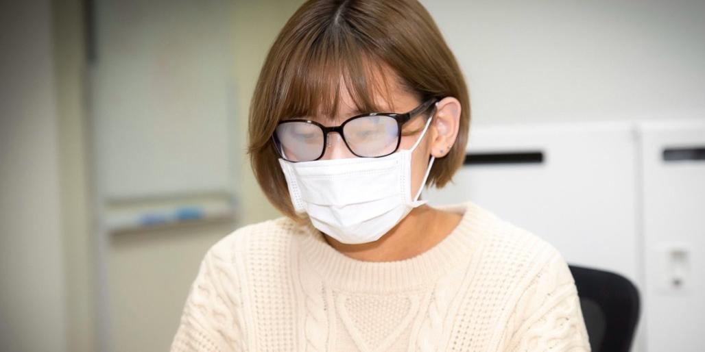 Как носить медицинскую маску, чтобы не запотевали очки