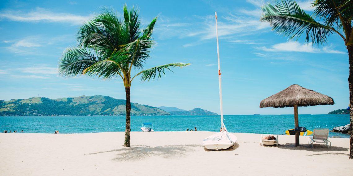 Опрос: планируете ли вы в этом году поездку за границу?