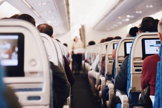 Как не заразиться коронавирусом в самолёте: советы врачей