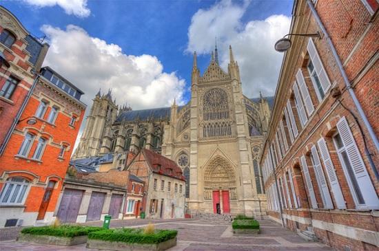 Амьен — город на реке Сомма, Франция