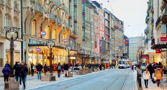 Женева туристам дарит подарочные карты на 100 долларов США