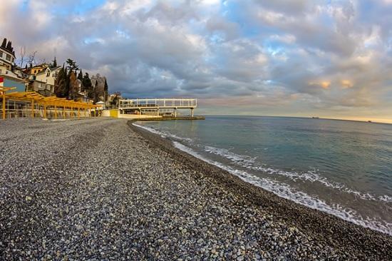 Туристы Ялты засыпали администрацию жалобами о закрытие пляжей