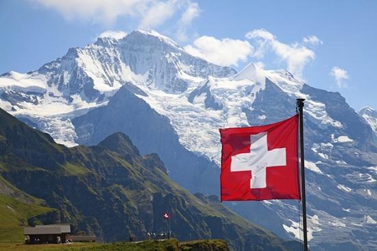 Швейцария для туристов из России экстренно вводит карантин