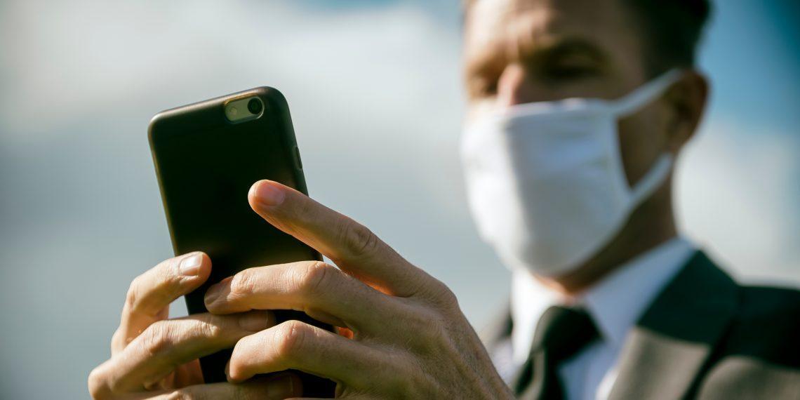 На деньгах и смартфонах коронавирус живёт дольше