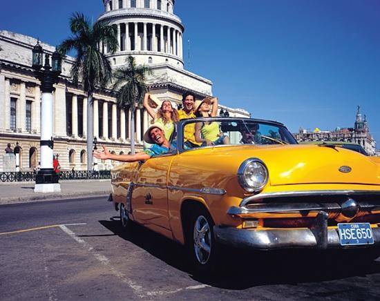 Нюансы и нововведения для въезда туристов на Кубу, Японию, Эмираты, Сербию в текущем году