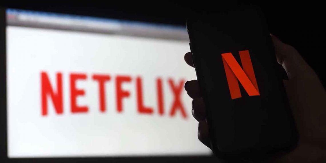Netflix теперь полностью на русском с тарифами в рублях