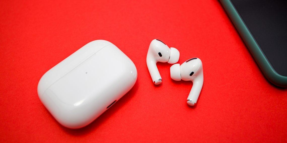 Apple признала проблему с треском в AirPods Pro