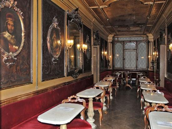 В канун своего 300-летнего юбилея закрыто ретро – кафе Венеции — самое популярное у туристов в Италии