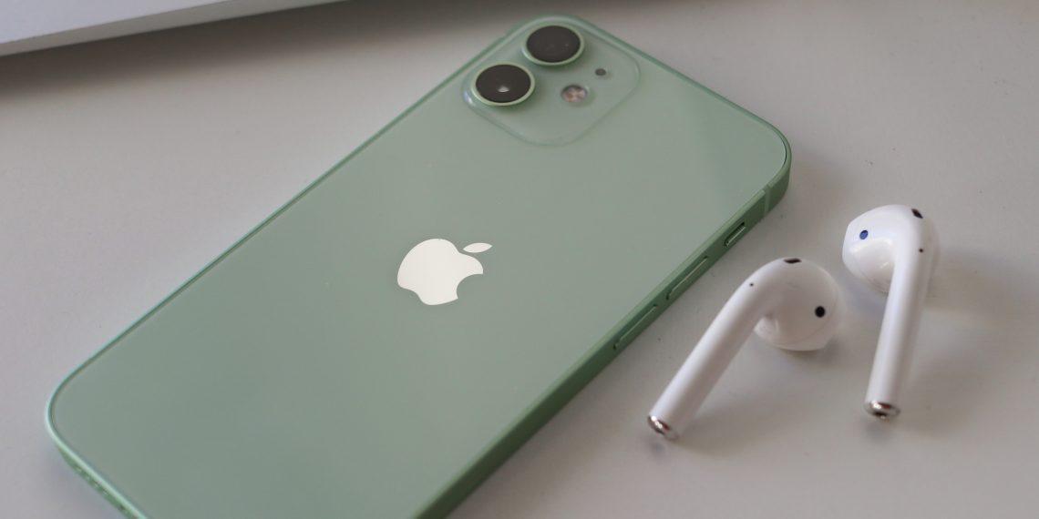 Apple запатентовала новые способы управления AirPods