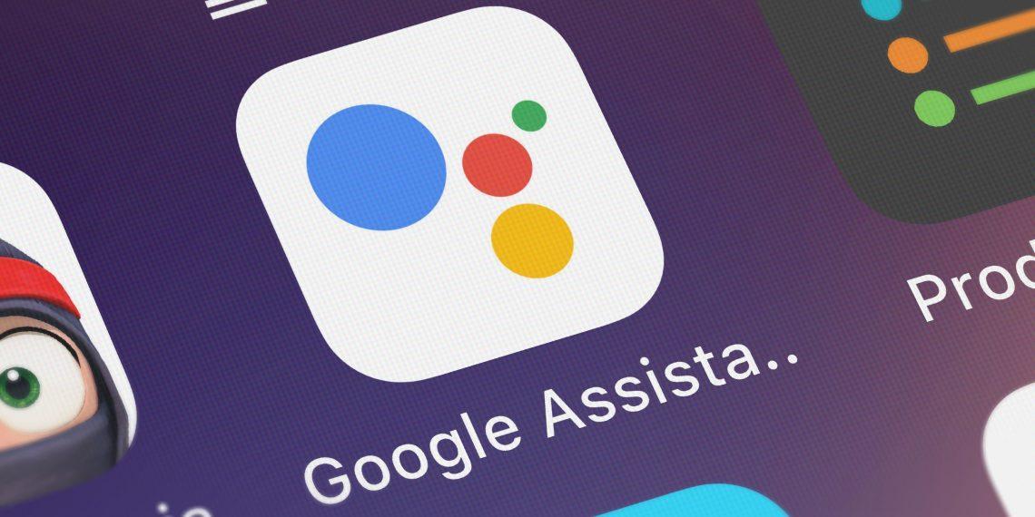 «Google Ассистент» научился читать WhatsApp и Telegram