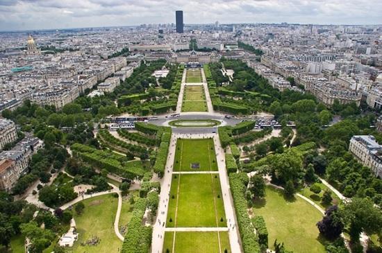 В Париже Елисейские поля перевоплотят в сады