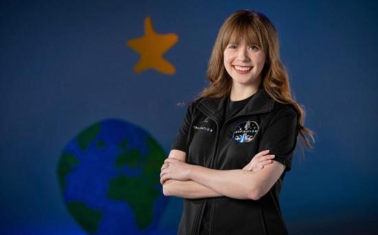 Туристка, пережившая рак, полетит в космос на Crew Drago