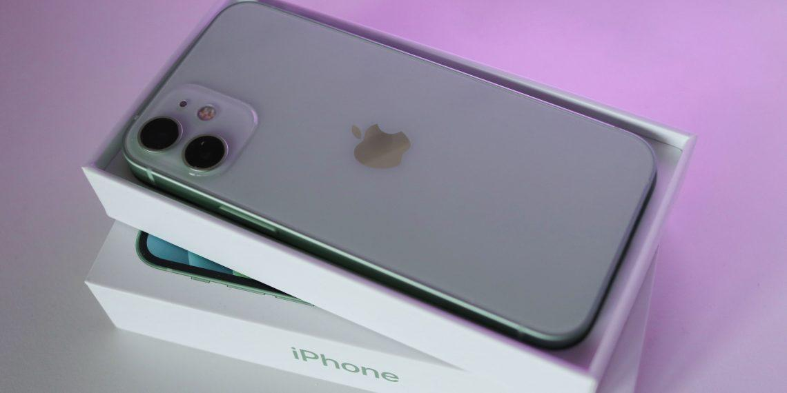 Apple может снять с производства iPhone 12 mini