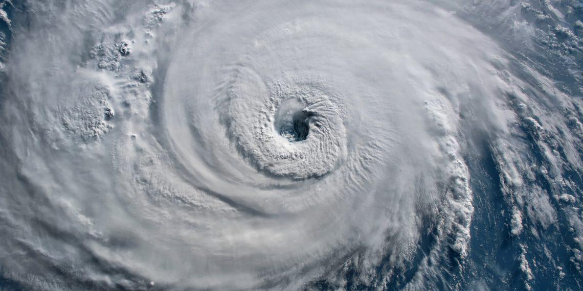 Аномалия в Бермудском треугольнике: ураганы усиливаются