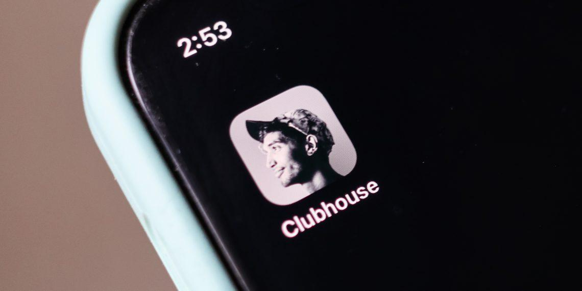 Clubhouse банит пользователей Houseclub на Android