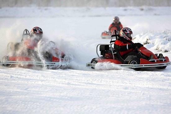 Получаем навыки вождения в экстремальных условиях в Финляндии