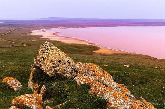 Пляжи с розовой водой – сюрприз природы туристам для фантастического отдыха