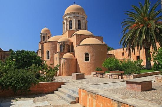 Чем уникален Монастырь Святой Троицы в Греции?