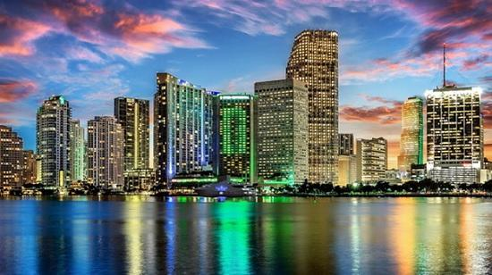 Город Маями в США. Финансовый центр посреди пляжей
